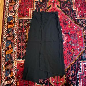A PEA IN THE POD Black Crepe Skirt With Slit